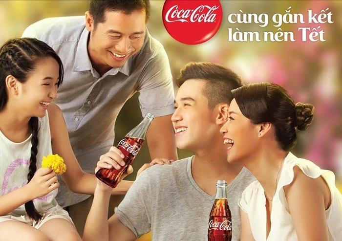 """Với thông điệp ý nghĩa, chiến dịch """"Tết gắn kết 2016"""" của Coca-Cola đã được sự đón nhận nồng nhiệt từ giới trẻ Việt"""