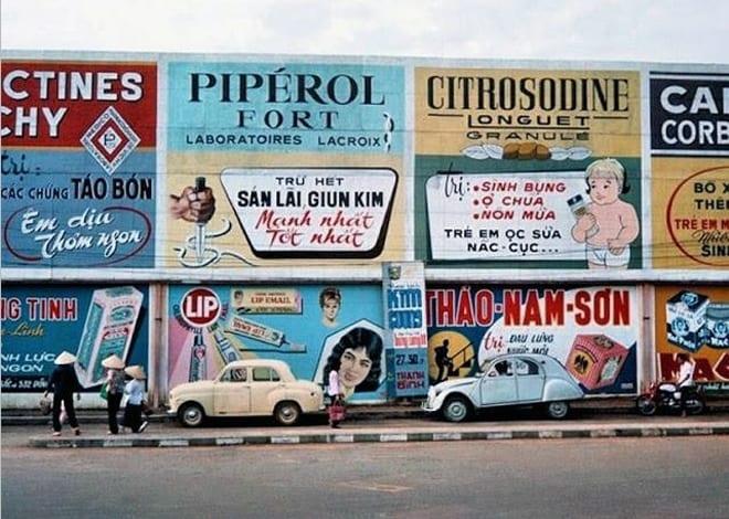 Từ khi Pháp đặt chân đến Sài Gòn, quảng cáo bắt đầu xuất hiện. Sau năm 1954, ngành này phát triển như nấm sau mưa trên khắp nẻo đường, con phố cũng như trên mặt báo.