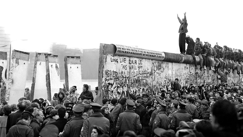Bức tường Berlin sụp đổ năm 1989